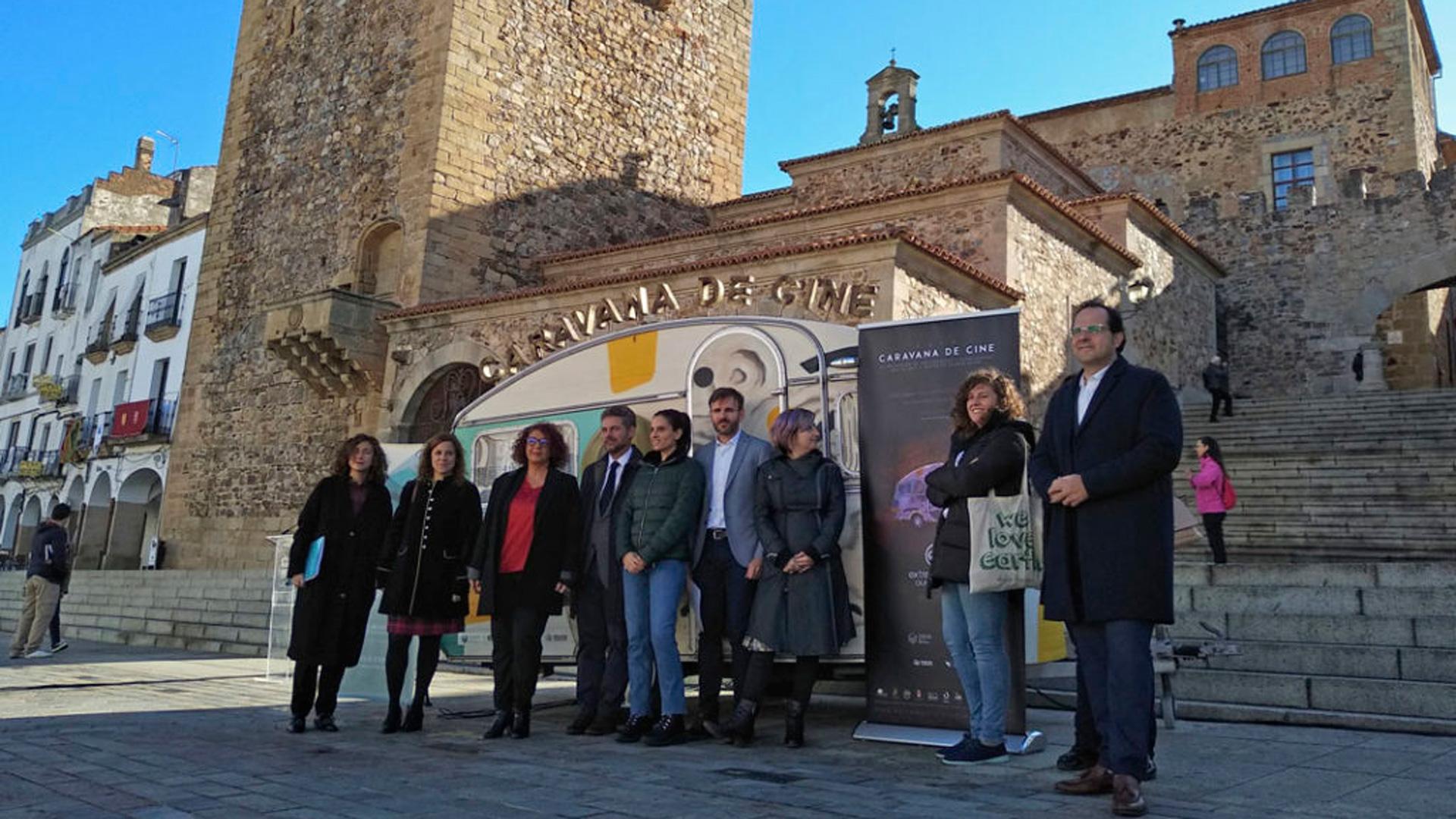 La caravana de cine se presenta en la Plaza Mayor de Cáceres